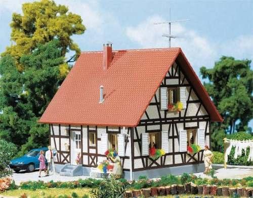 Faller 130222 Einfamilienhaus mit Fachwerk