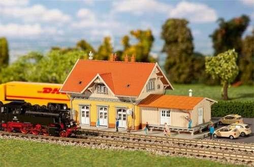 Faller 212117 Kleinstadtbahnhof Sonnenbühl