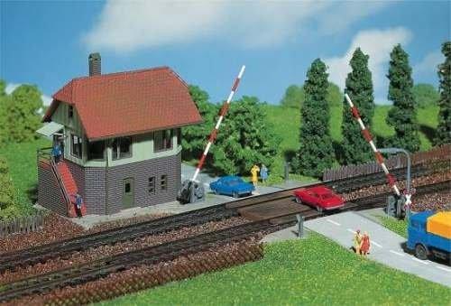 Faller 222171 Bahnübergang mit Stellwerk