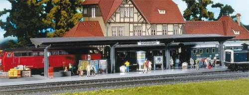 Faller 120200 Bahnsteig mit laufenden Figur