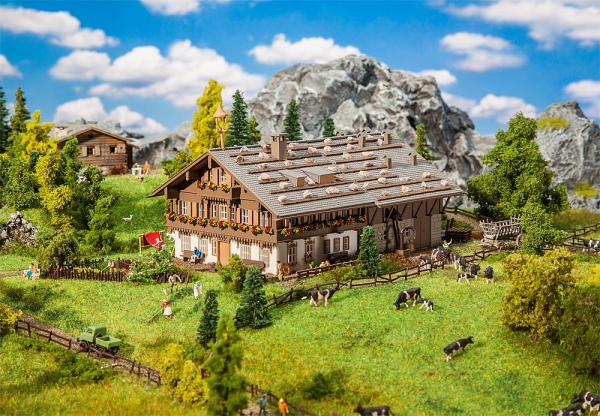 Faller 232199 Großer Alpenhof mit Scheune