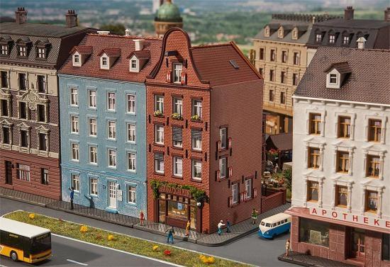 Faller 232335 Altstadthaus mit Zigarrenlade