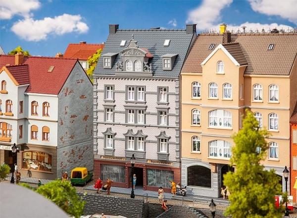 Faller 130705 Stadthaus mit Reparaturwerkst
