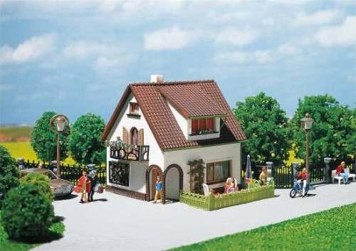 Faller 130200 Haus mit Dachgaube