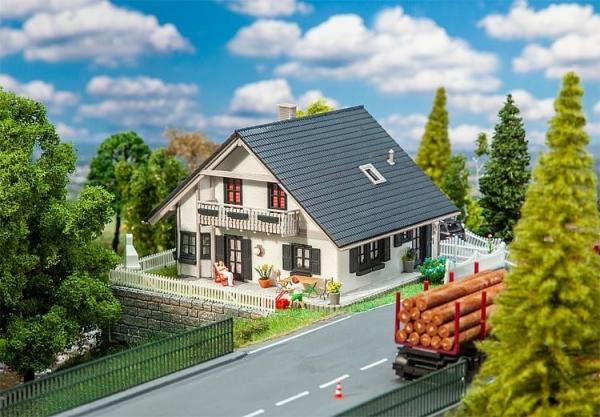 Faller 130640 Saniertes Einfamilienhaus