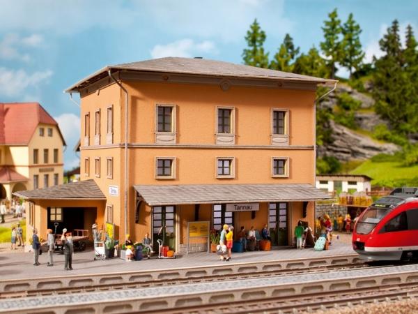 Noch 66004 HO L-C Bahnhof Tannau (Berg)