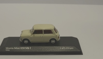Minichamps 400138600 AUSTIN MINI 1960 RED